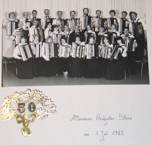 """Das Akkordeonorchester """"Stern"""" im Jahr 1983 beim 50sten Jubiläum"""